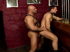 Beefy and hairy stud fuck a submissive gay dude in here !