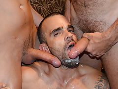 Yearn Bang stars Damien Crosse and 4 Hung and Uncut champs in an incredible gangbang/bukkake scene. Watch as each of the boys makes love and blasts his load in Damien's mouth! mature gay